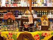 琉球泡盛館「あかばなー」沖縄中、47酒蔵すべての酒造から集めた泡盛約500種を品揃えた泡盛専門店。泡盛に詳しいスタッフがおりますので、お気軽にお声かけください。