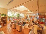 琉球総合土産館「谷茶前商店」フロントロビー階にあり、泡盛、お菓子、シーサー等、沖縄土産が充実!ご出発時にもとても便利な総合ショップです。