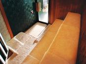 竹炭サウナ清らかな空気の中、じっくりと汗を流して疲れた体をリフレッシュ。