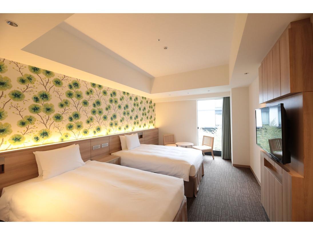3名利用でも快適に過ごせる広さに専用のベッドを備えたスタンダードタイプの客室。使いやすく、ココロもカラダも安らぎます。