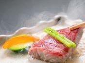 料理長厳選の国産和牛を陶板でじっくり焼き上げます。お好みの焼き加減でお召し上がりください。