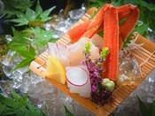 【お造り】 瀬戸内で獲れる四季折々の海の幸を、新鮮なままお造りで。 ※季節により食材は異なります