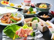 【岩国グルメ会席】 当館の基本会席。郷土料理の岩国寿司も楽しめます。