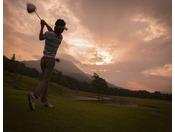 磐梯山や猪苗代湖を望む広大な美しい自然の中で、開放感あるゴルフをお楽しみください