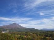 ほんのり紅葉に色づき始める磐梯山