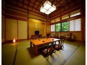 和室一間※和室15畳の一間タイプ。格式高い格天井のお部屋で、ごゆっくりとお寛ぎくださいませ。