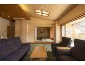 特別室。窓の景色は宮島の古き良き街並み♪
