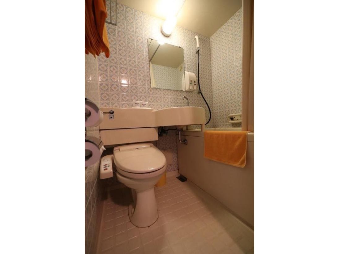[客室バスルーム一例]スタンダードシングルルームにウォッシュレットあり