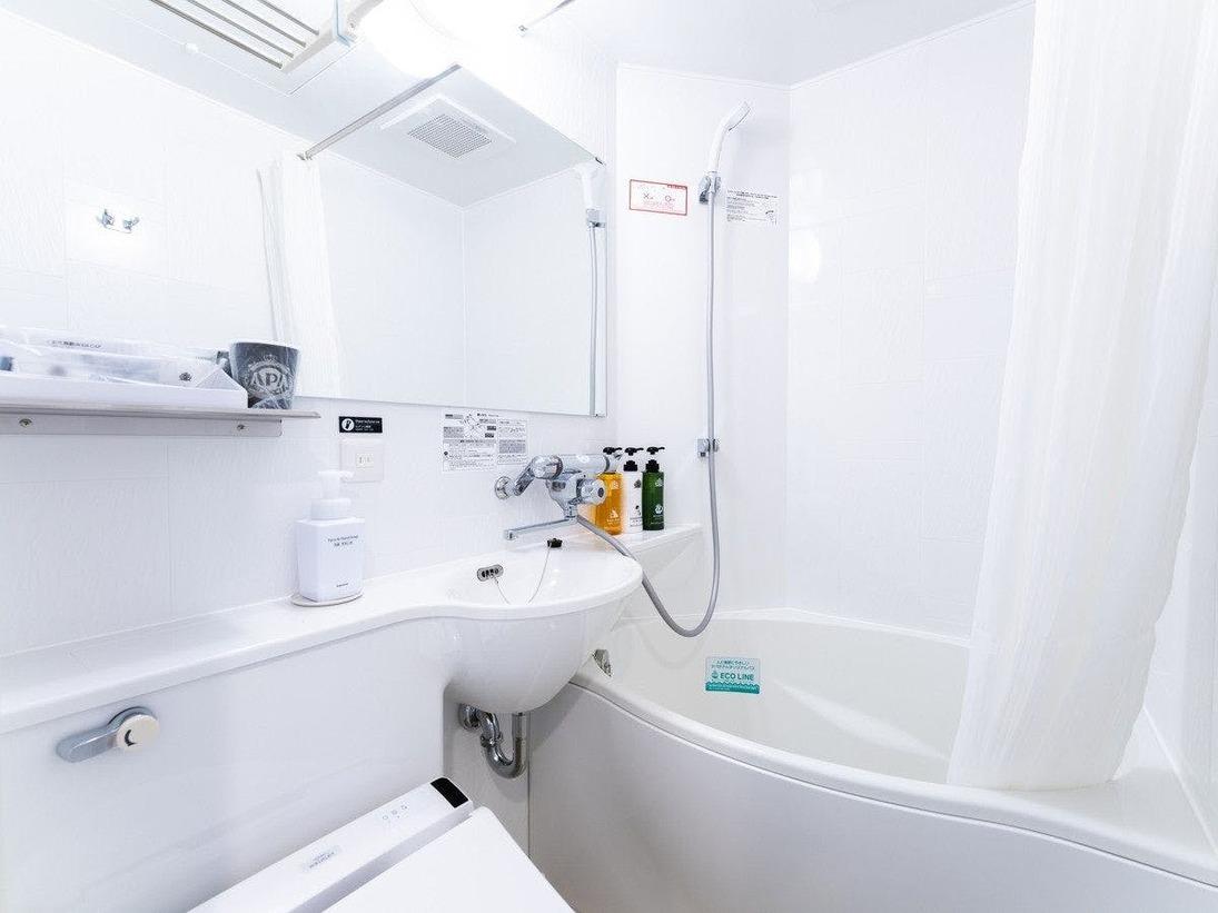 自社開発の節水タイプのたまご型浴槽、通常の浴槽より約20%の節水かつゆったり入浴できる アパホテルオリジナルユニットバス