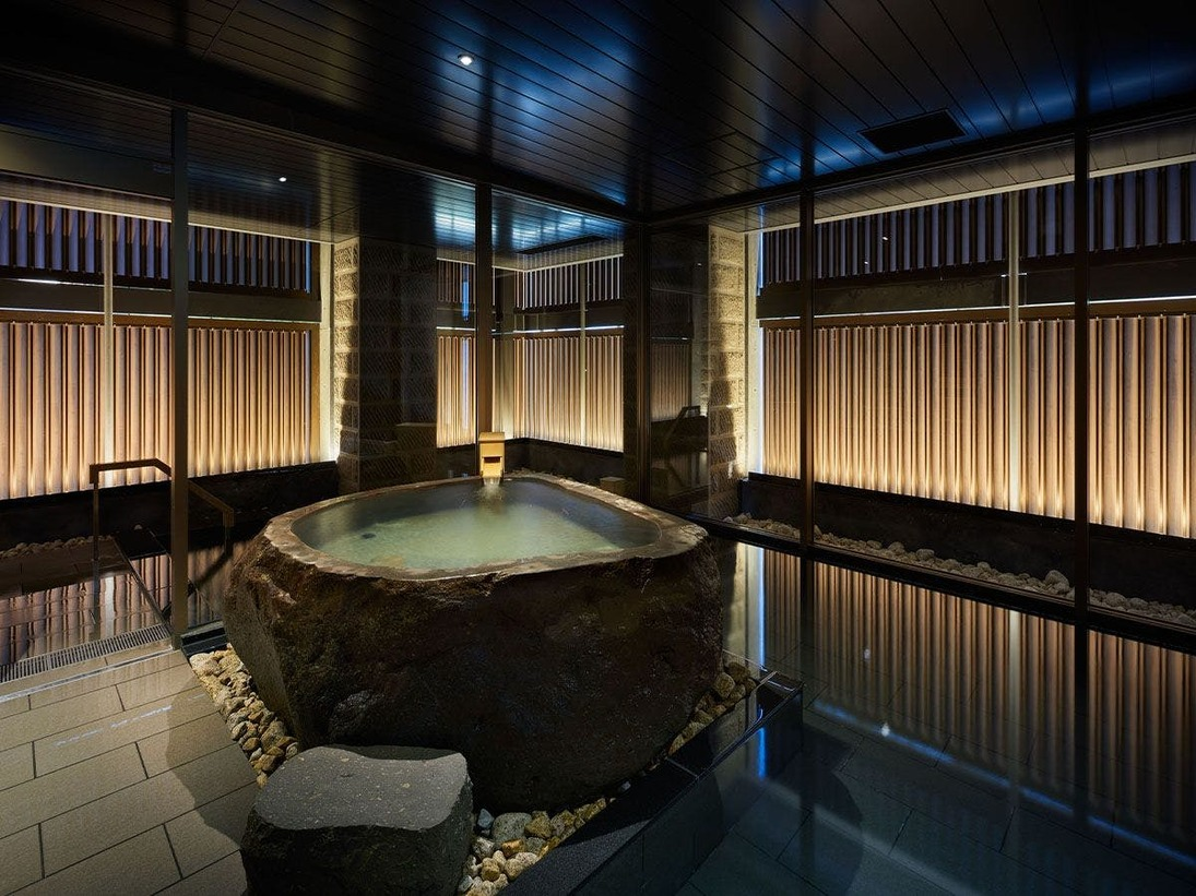 ※当館2階の温泉付き大浴場。[営業時間]15:00~翌1:00、翌朝6:00~10:00