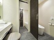 グランヴィアフロアのバス・トイレはセパレートタイプで広々とご利用いただけます。※セパレート仕様は32平米以上のお部屋に限ります。