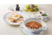 オリガミ名物料理「インドネシア風フライドライス」と「排骨拉麺(パーコーメン)」