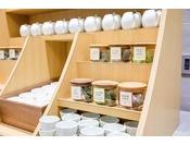 お茶どころ静岡にもこだわっています。まるでお茶ブッフェのようにお好みのお茶をお飲みいただけます。