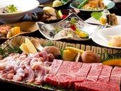 2人で、九州産特選和牛ロース約200gと地鶏約150gを炭火焼でどうぞ。前菜盛り合わせ・お造り(珍しいヤマメのお造り他2種)・小鉢・ヤマメのパリパリ揚げ・香川県から取り寄せる産地直送の半生うどん・地元野菜を使った料理・ご飯・ご汁・デザート等全10品。