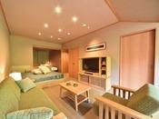 阿寒川に面し(ペツ:川)、ベッドルームにシングルベッド2台とリビングにはダブルベッド1台とソファーを配置し、最大4名様までご宿泊いただけます。