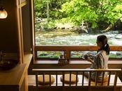 リバービューシートで流れゆく川の『ゆらぎ』をお愉しみください。