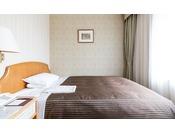 スタンダードシングルルーム/プチダブルルーム18平米 幅140cmのベッドを使用 ※写真は一例です