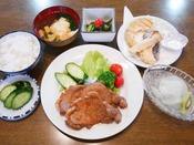 *【食事/夕食一例】夕食は家庭料理スタイルでボリューム満点!