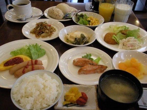 バイキング朝食無料サービス!