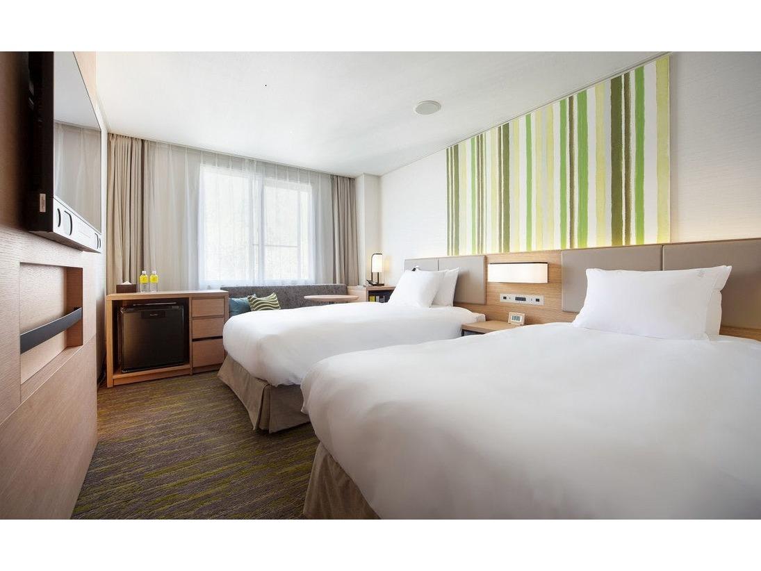 機能的な20.6平米のお部屋に幅110cmのシングルベッドを2台備えています。コネクティングルームのご用意もございます。