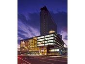 ■JR岡山駅と連絡橋で直結し、ビジネスやレジャーの拠点として最高のロケーションです。