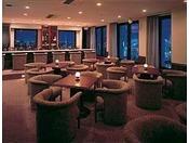 バー J-Lounge/14階最上階にあるバーでは、世界の銘酒を取り揃えております。少人数のパーティやお集まりに最適な、個室もございます。