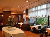 レストラン Jolie(ジョリー)/1階洋食とワインが気軽に楽しめるカジュアルなレストラン。