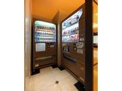 お客様よりご要望の多かった自動販売機を設置致いたしました。アルコールとソフトドリンクを各種取り揃えております。場所:1階ロビー