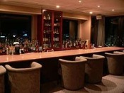 バー J-Lounge/14階最上14階からの眺めを楽しみながら、お気に入りの一杯を探してみてはいかがでしょうか。