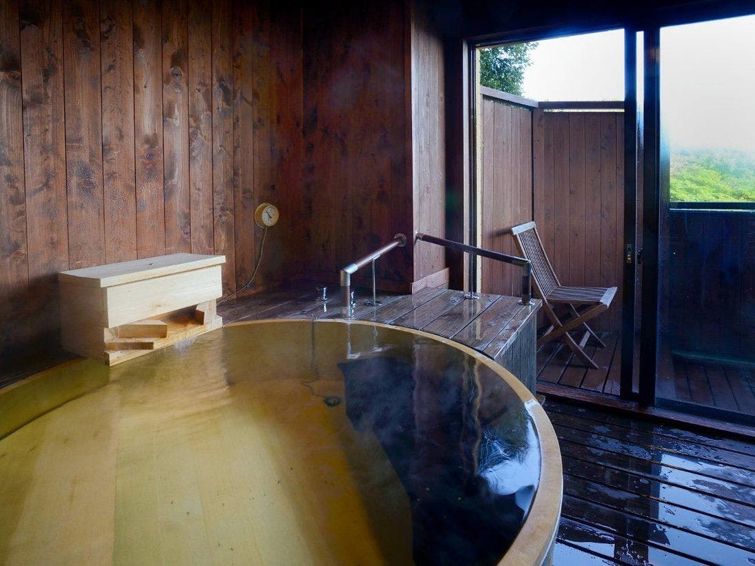 檜の香る広々とした空間の浴室でゆったりと天然温泉をご満喫いただけます。