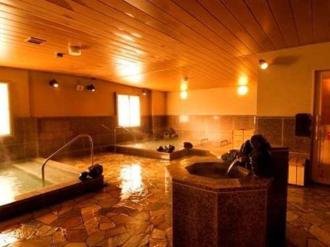 広々としたレイアウトの大浴場