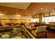1階喫茶「瀬戸」。奥にある屏風風の絵も一見の価値あり♪