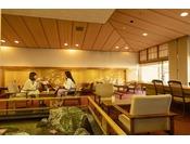 1階喫茶「瀬戸」。ホテル内に水も流れる非日常の趣♪