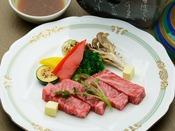 【追加料理】A5ランク和牛サーロインの陶板焼き:100グラム 6,000円 / 150グラム 8,000円(各消費税別)