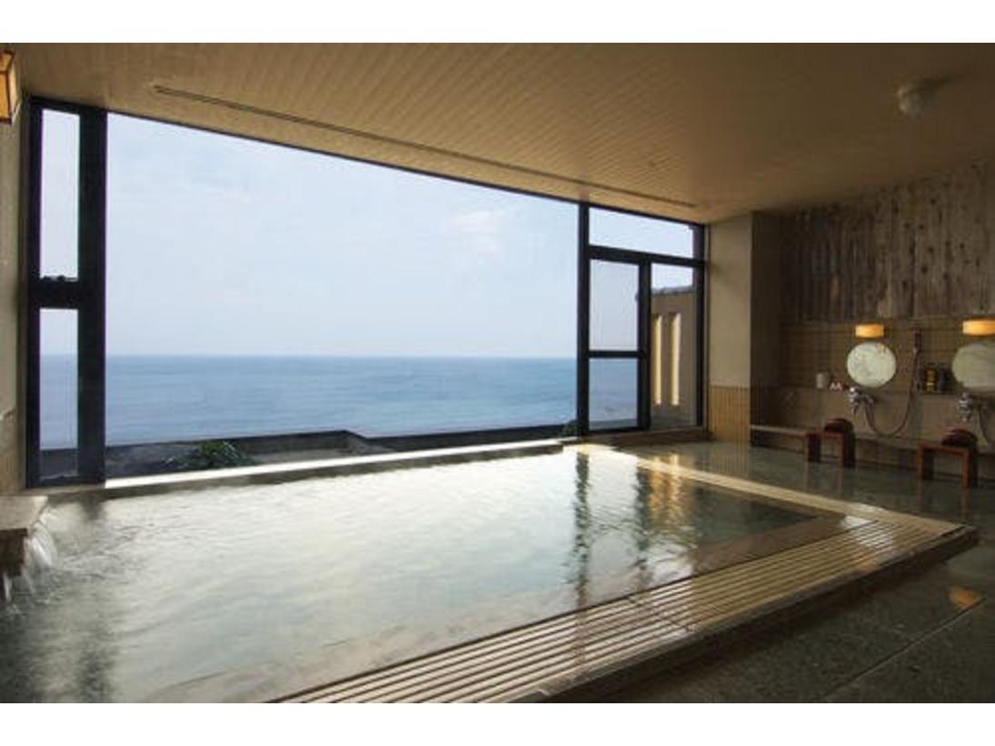 2階 日本海を見ながら入る展望風呂