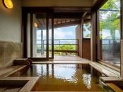贅沢に温泉を堪能できる客室風呂