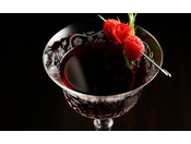 Peterバーでは、スタイリッシュな雰囲気の中、シグネチャーカクテルや厳選された高級銘柄や希少なビンテージワインをお楽しみいただけます。