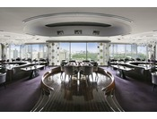 最上階(24階)に位置するステーキ&グリルPeter。皇居外苑や日比谷公園の眺めと共にお食事をお楽しみいただけます。
