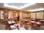 ザ・ペニンシュラ ブティック&カフェの併設のカフェでは、ホテルシェフが手がけるパスタやサラダなどのメニューをご友人や同僚と共にカジュアルにお楽しみいただけます。