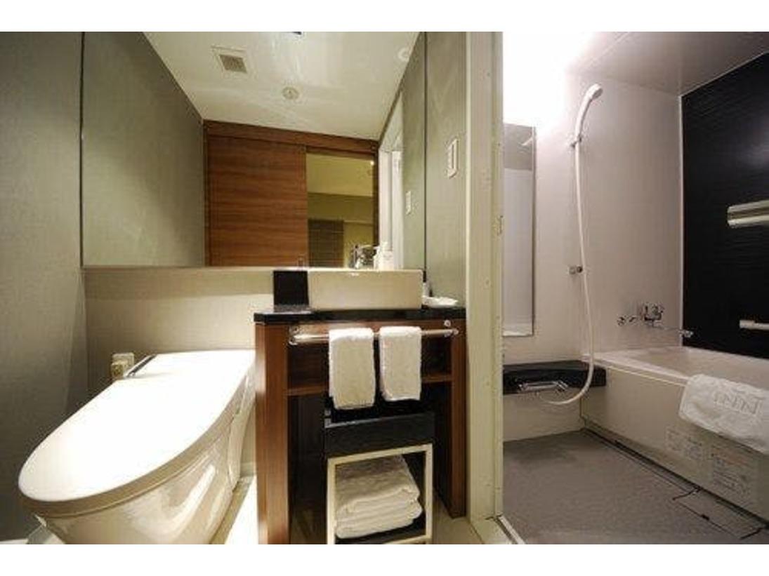 ツインルームはバス外に洗面所が設置されています