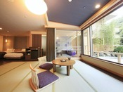 <露天風呂付き客室・粋彩 42平米以上> 客室内にシモンズ製シングルベッドを2台設置しております。 こちらは瑠璃の間です。 ※2階又は4階のお部屋、湯舟は円形又は楕円形のいずれかおまかせとなります