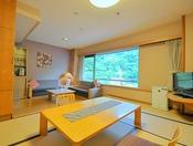 <桜ことばフロア和洋室タイプ> 和室とリビングスーペースです。