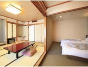 <本館和洋室タイプ> 当館下層階のスタンダードな客室です。 和室とツインベッドのお部屋です。 ※お部屋数が少ない為、ベッドご希望の場合は確約が難しい場合がございます。