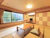 <新館和室タイプ> 当館上層階のスタンダードな客室です。 和室とリビングスーペースがございます。