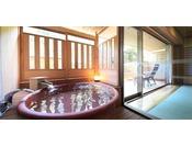 広々とした12畳の和室と、隣接する4.5畳の和室に廊下を挟んで独立した個室にシモンズベッドを配置した贅沢な露天風呂付き客室です