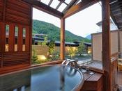 <露天風呂付き客室・湯庵> 陶器の湯舟です。 和室タイプは陶器風呂、和洋室タイプは陶器又は石のお風呂いずれかとなります。 ※湯舟のタイプはおまかせとなります