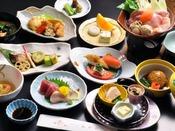 お部屋での会席料理一例(和食会席料理スタンダード) 季節毎にメニューが変わります。