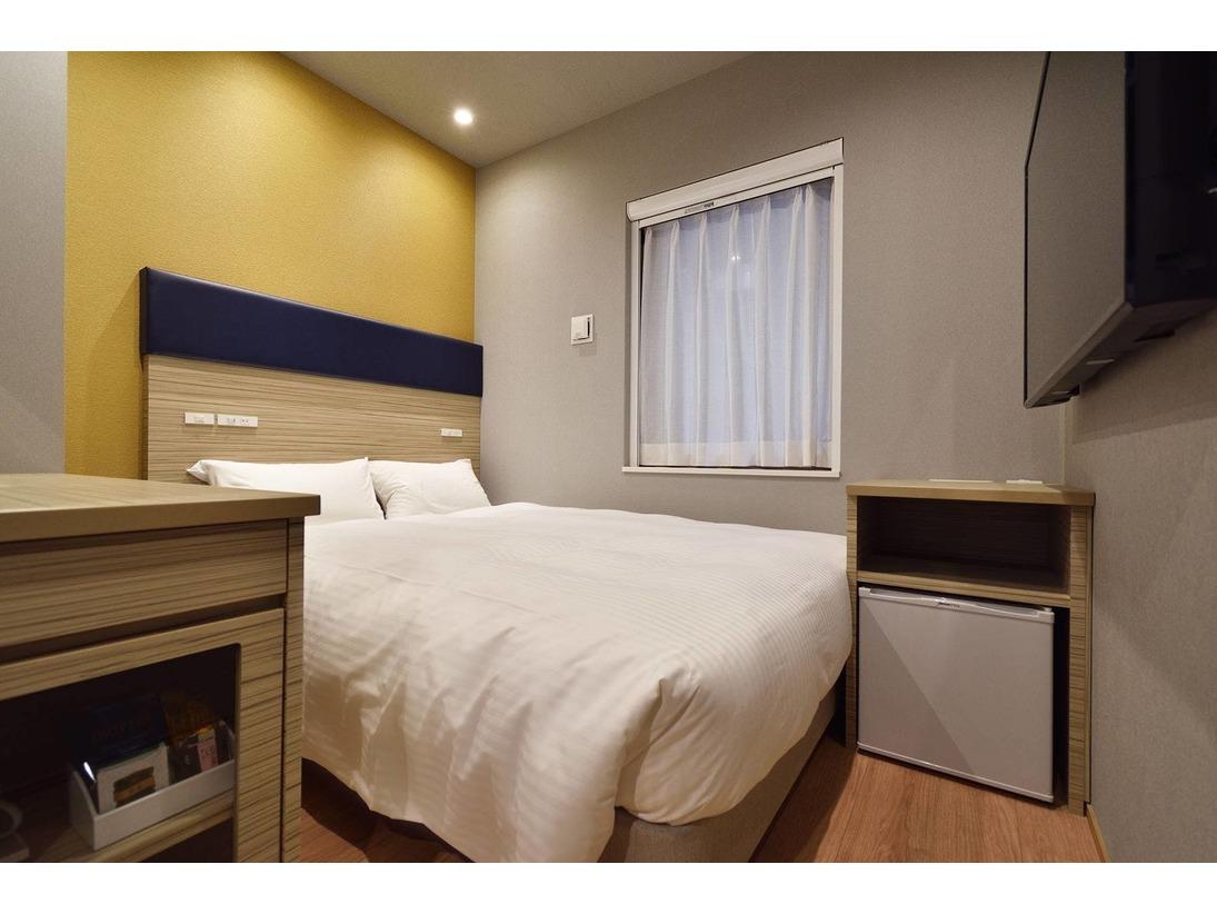 【ダブルルーム】140cm幅のシモンズ製ベッドを完備しております。