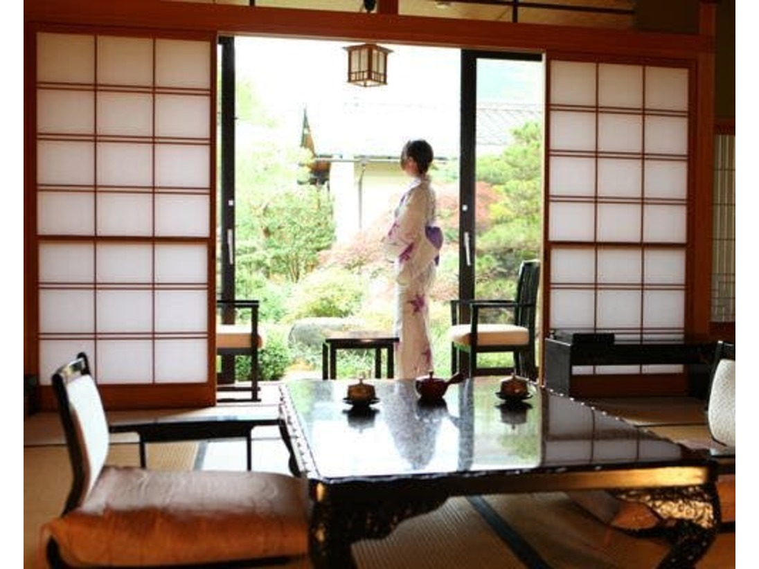 貴賓館旅亭たかの 全八室共、それぞれ名前にちなんだ部屋作りがされ、調度品や襖の随所にまで 旅亭たかの のこだわりが見受けられる。