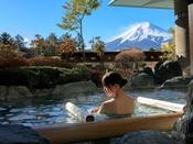 大浴場「赤富士」露天風呂(ご婦人専用)/温泉に癒されながら富士山と向いあうひと時